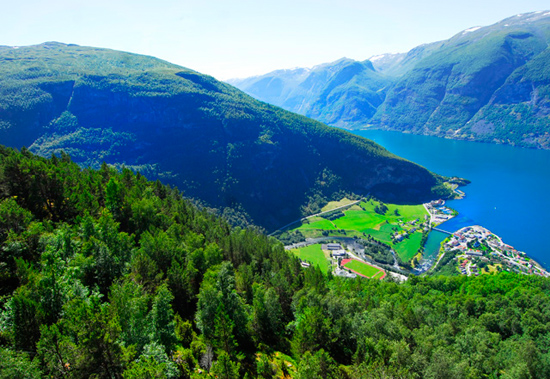 Norway in a Nutshell View betwween Stegasteinen and Flaam