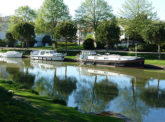 France Canal and Houseboats 2