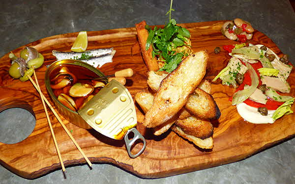 Italienne Board with Appetizer Samples